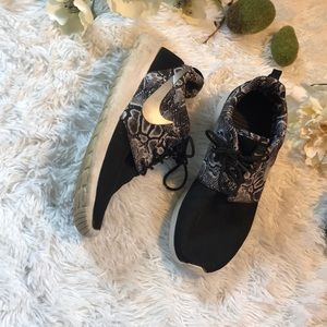 Nike Snake Print Roshe Shoes